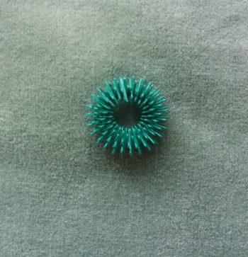 Колечко на палец для су-джок. Зеленое